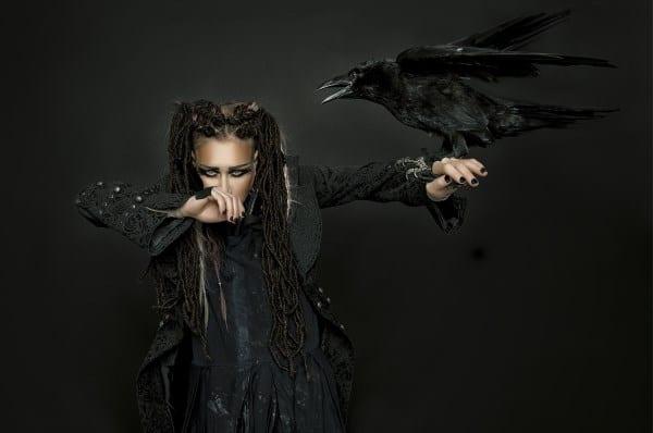 Я ворона. Линда с концертами в Европе
