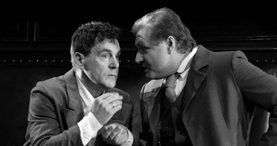 """Szene 4 aus dem Theaterstück """"Onkel Wanja"""" des Theater Vakhtangov in Deutschland, Schauspieler Makovetsky und Simonov"""