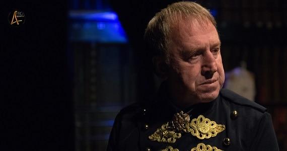 """Der Schauspieler Vladimir Steklov spielt in der Truppe des Moskauer modernen kunsttheaters in dem Stück """"Semeyka Fani"""""""