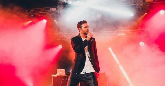 """Sänger Max Barskih beschloss, seine Karriere auf der Bühne zu beenden, aber zuvor möchte er mit seinem neuen Programm """"Nezemnaya"""" die Welt bereisen"""
