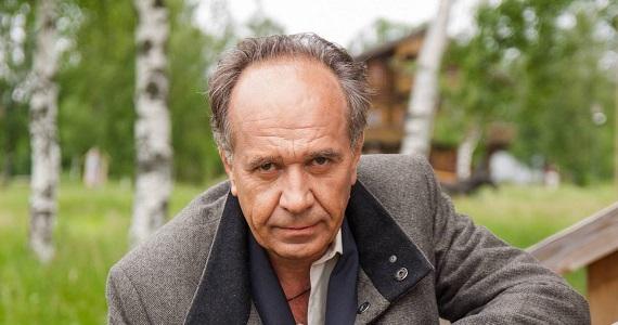 """Der russische Schauspieler Vasily Kortukov, Performer einer der Rollen im Stück """"Liebe und andere Lügen"""""""