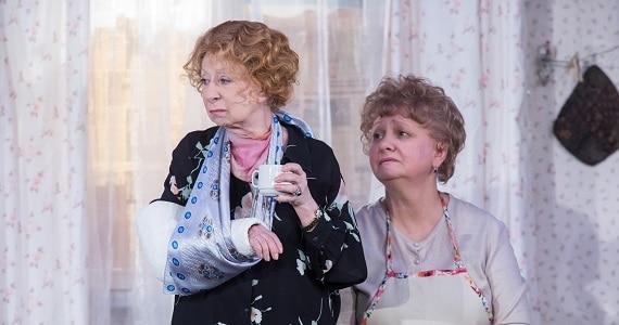 """Szene 3 aus der Familienkomödie """"Mein Enkel Veniamin"""", die Premiere findet in drei Städten statt: Berlin, Hamburg, Mettmann"""