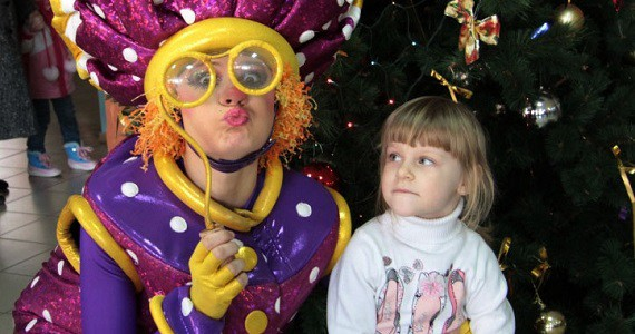 """Der Moskauer Neujahrs Jölka, der von Künstlern des Theater """"Chudaki"""" aus der russischen Hauptstadt inszeniert wird, wird vom 2. bis 23. Dezember 2019 in Deutschland stattfinden"""