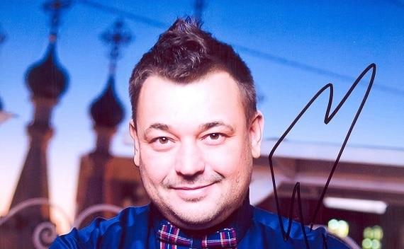 """Der Solist der Band """"Ruki Vverh"""", Sergey Zhukov, wird im Februar 2022 bei Konzerten in Deutschland die besten Songs des Programms """"The Best"""""""