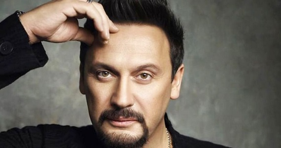 """Stas Mikhailov, ein beliebter russischer Popsänger, Songwriter, Schauspieler und Produzent. Teilnehmer des Konzerts """"Pesnya goda"""" 2019 in Deutschland"""