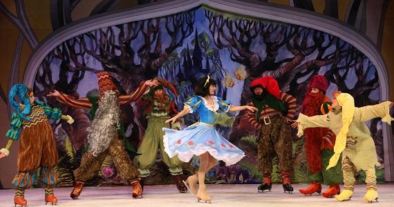 Die Eisshow nach dem Schneewittchen-Märchen der Gebrüder Grimm über die Freundschaft von Prinzessin und Zwergen findet 2020 in Deutschland statt