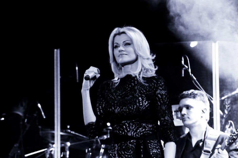 Im Spätherbst und Frühwinter 2020 tritt eine Sängerin aus Russland, Irina Krug, bei Konzerten vor deutschen Bewohnern auf, Tickets zum Verkauf auf der Website