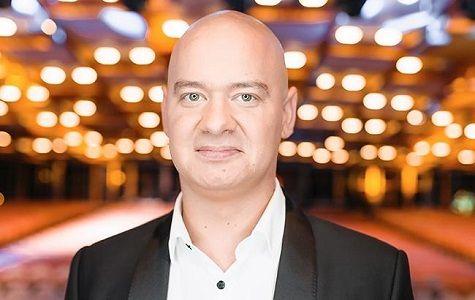 """Eugene Koshevoi, ein Teilnehmer des Studios """"Kvartal-95"""", wird im Oktober 2020 in Deutschland auftreten, Sie können Tickets auf der Website der Artist Production Eventagentur kaufen"""