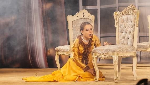 """Theater- und Filmschauspielerin Yana Naumenko in der Rolle von Anna in dem Stück """"Anna Karenina"""" des Moskauer modernen kunsttheaters nach dem Roman von Leo Tolstoi"""