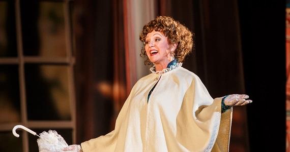 """Szene 6 aus dem Stück """"Anna Karenina"""" nach dem Roman von Leo Tolstoi vom Moskauer modernen kunsttheaters, Schauspielerin Lyudmila Tatarova-Dzhigurda"""