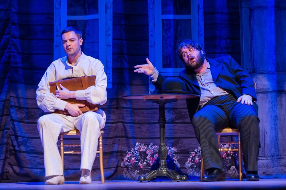 """Szene 1 aus dem Stück """"RaskolnikOFF"""" nach Dostojewskis Roman """"Schuld und Sühne"""" unter der Regie des Moskauer modernen kunsttheaters"""