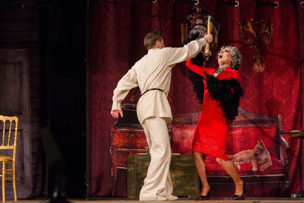 """Szene 3 aus dem Stück """"RaskolnikOFF"""" nach Dostojewskis Roman """"Schuld und Sühne"""" unter der Regie des Moskauer modernen kunsttheaters"""