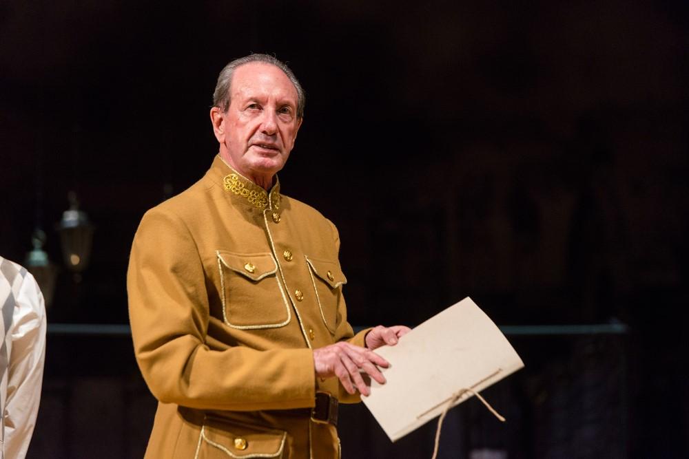 """Szene 5 aus dem Stück """"RaskolnikOFF"""" nach Dostojewskis Roman """"Schuld und Sühne"""" unter der Regie des Moskauer modernen kunsttheaters"""