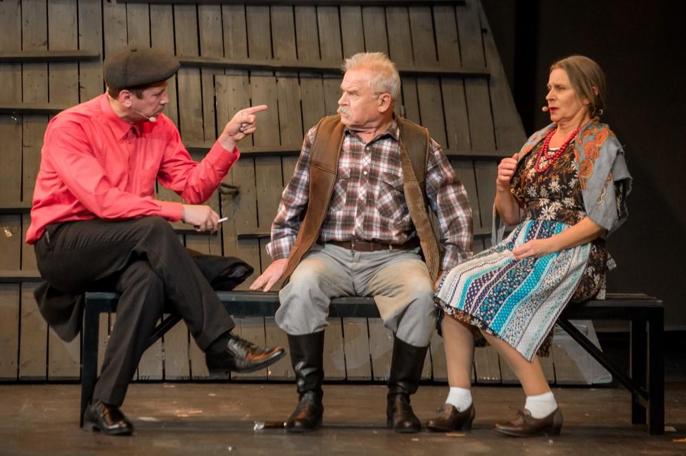 """Szene 4 aus dem Stück """"Kalina Krasnaya"""" basierend auf der Geschichte von Vasily Shukshin; Premiere in Deutschland im Oktober 2022"""