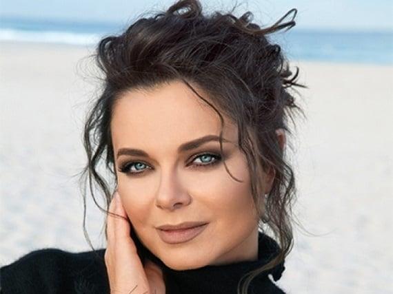 """Beliebte Sängerin Natasha Koroleva, Teilnehmer des Konzerts """"Diskoteka 80"""" von Autoradio in Nürnberg, Koblenz und Hannover im Februar 2022"""