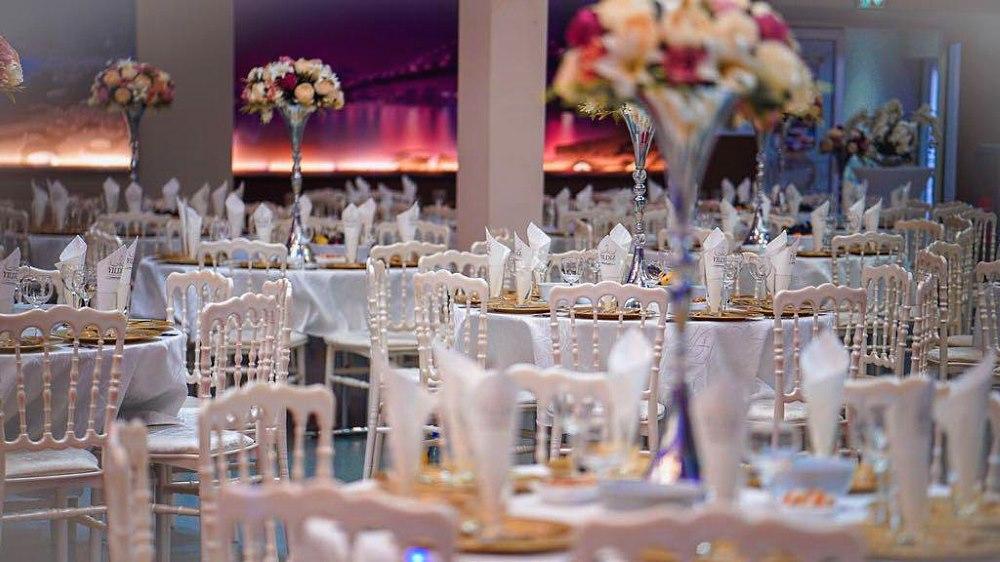 """Foto von 4 Restaurant """"Festsaal"""", bequeme Sitzplätze für Gäste des Programms """"Neujahr 2021 im Stil des sowjetischen Kinos"""" in Deutschland am 31. Dezember 2020"""