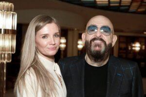 Der Musiker Mikhail Shufutinsky und seine neue Freundin Svetlana Urazova