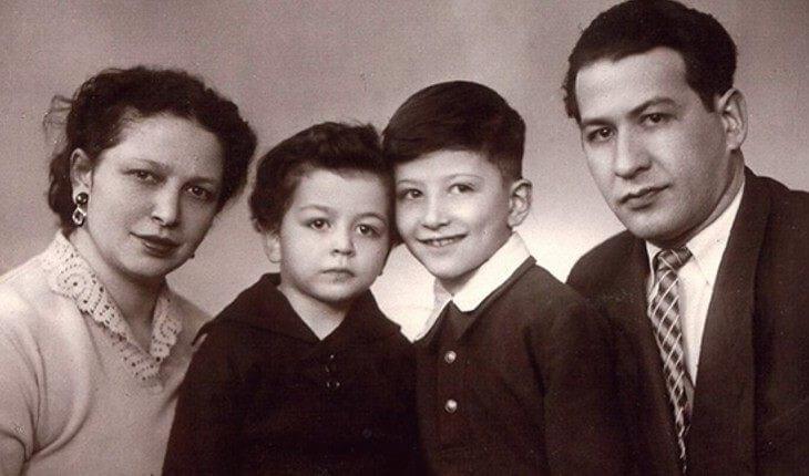 Alexander Rosenbaum als Kind mit seinen Eltern und seinem jüngeren Bruder Vladimir