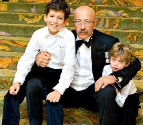 Der beliebte Sänger Alexander Rosenbaum mit seinen Enkelkindern - den Söhnen der einzigen Tochter des Musikers, Anna