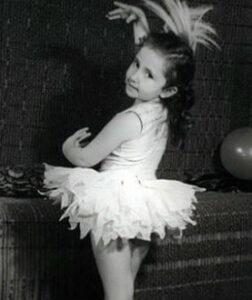 Irina Allegrova studierte als Kind Ballett und studierte an der Musikschule des Baku Conservatory