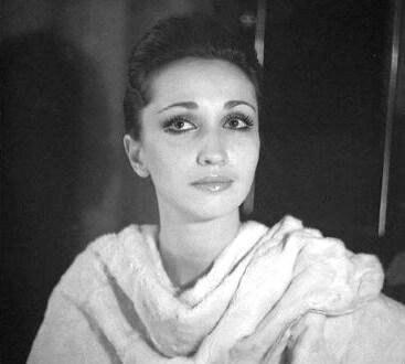 In den 70-80er Jahren suchte Irina Allegrova ihren eigenen kreativen Weg und arbeitete in verschiedenen Musikgruppen