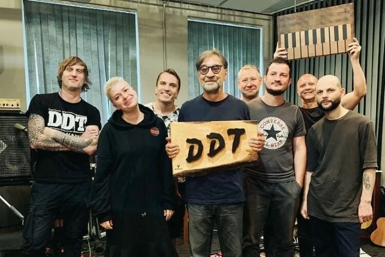 Die aktuelle Besetzung der DDT-Rockband, die 1980 in Ufa von dem Künstler und Dichter Juri Schewtschuk gegründet wurde