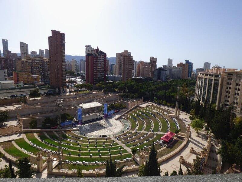 Veranstaltungsort des Kislorod Live Festivals in Spanien - Auditorio Julio Iglesias im L'aguiera Park in Benidorm, Foto 2