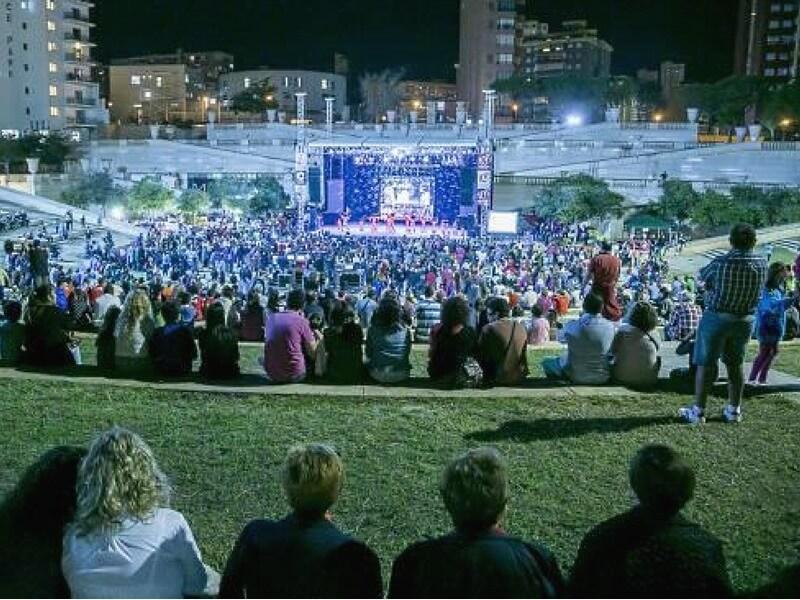 Veranstaltungsort des Kislorod Live Festivals in Spanien - Auditorio Julio Iglesias im L'aguiera Park in Benidorm, Foto 6