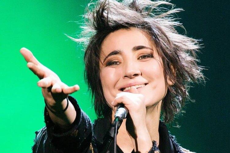 Die russische Rocksängerin, Komponistin, Produzentin und Songwriterin Zemfira wird beim Kislorod Live Festival in Spanien auftreten