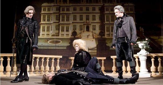Сцена из спектакля «Упражнения в прекрасном» Театра имени Моссовета