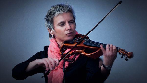 Светлана Сурганова, российская певица, скрипачка, гитаристка и автор песен