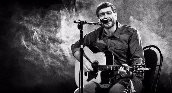 Солист и автор большинства песен группы «Сплин» Александр Васильев