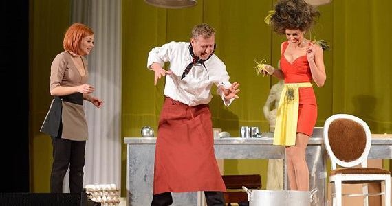 Герои спектакля «Кухня на выезде» на гастролях в Германии