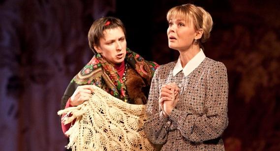 Олеся Железняк и Юлия Меньшова в спектакле «Валентинов день»