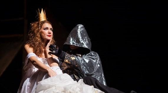 Актриса Екатерина Климова в спектакле «Мастер и Маргарита»