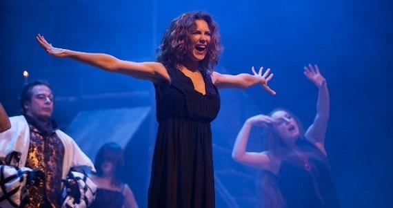 Актриса Екатерина Климова в сцене из спектакля «Мастер и Маргарита»