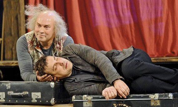 Актеры Сухоруков и Цыганов в спектакле «Старший сын»