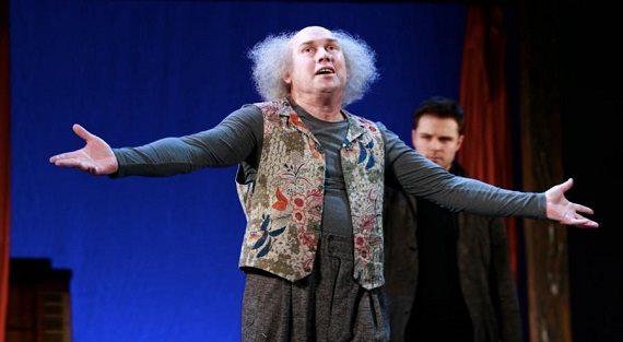 Актер Виктор Сухоруков в спектакле «Старший сын»