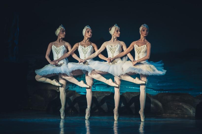 Балет Лебединое Озеро, танец маленьких лебедей