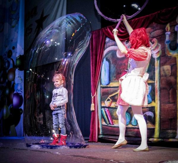 Шоу мыльных пузырей и приключения Пингвиненка в Германии