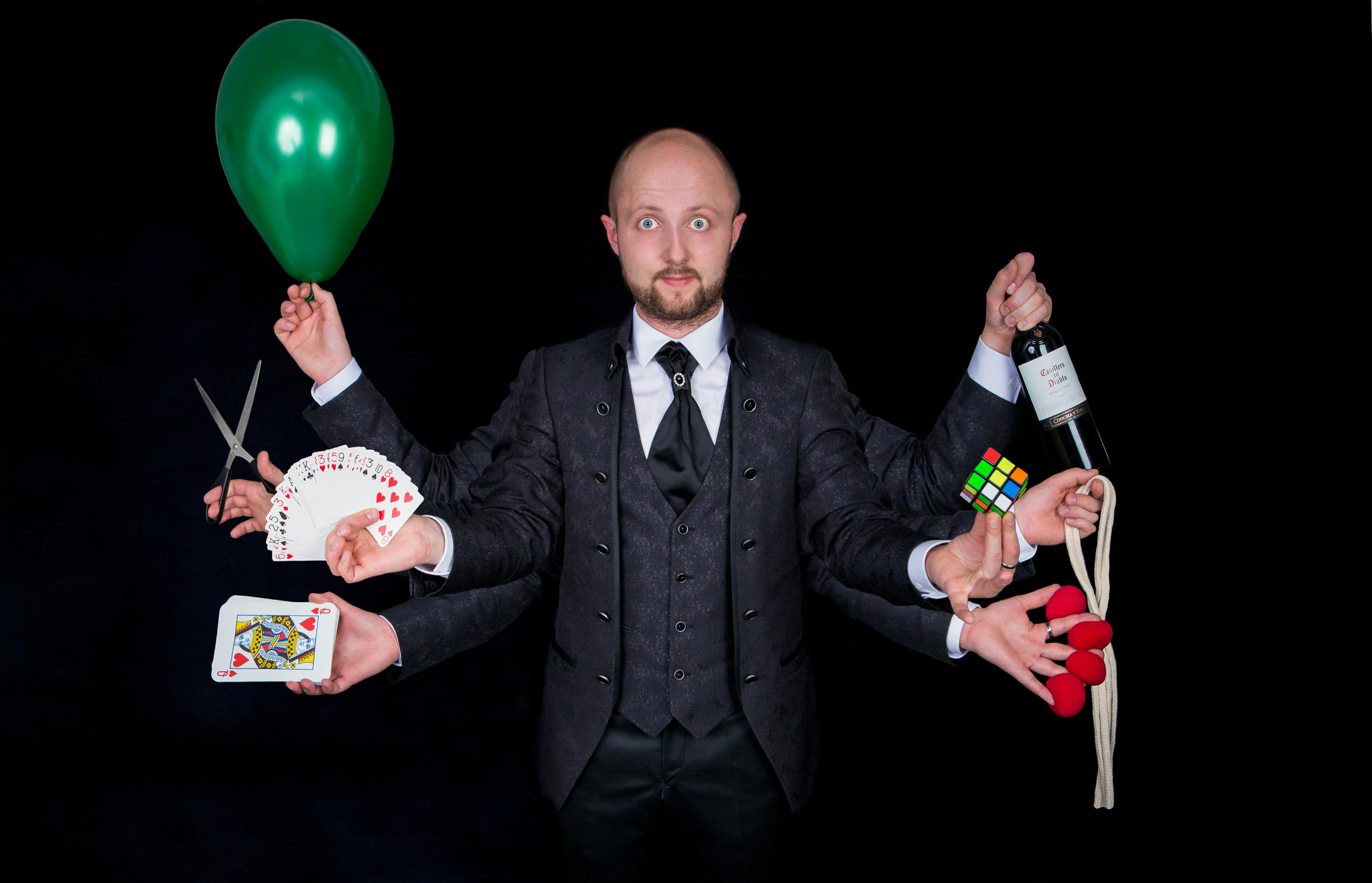 Иллюзионист Alex Romanoff, участник программы «Новый год 2020 на русский лад» в Германии 31 декабря 2019 года от агентства Artist Production