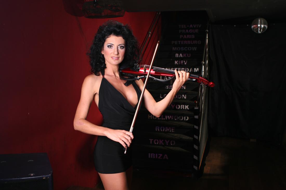 Скрипачка Anna Agre, приглашенная артистка на программу «Новый год 2020 на русский лад» в Германии 31 декабря 2019 года в городе Rödermark