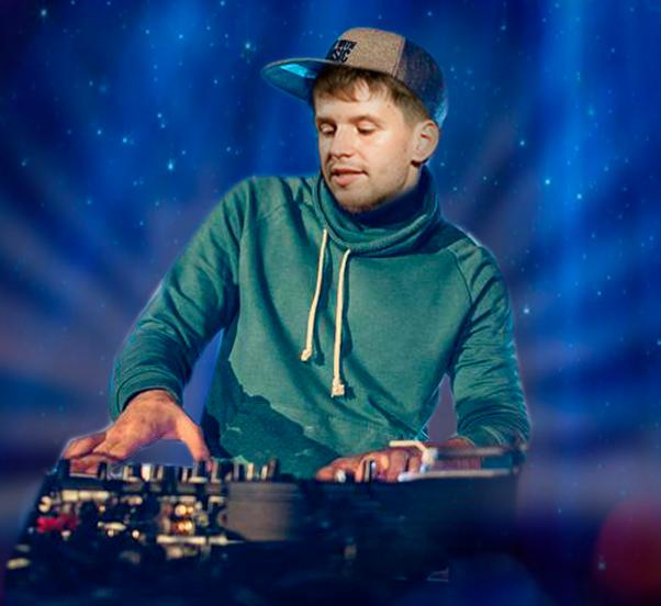 Один из самых зажигательных диджеев, DJ MA$ обеспечит праздничное настроение всем гостям программы «Новый год 2020 на русский лад» в Германии