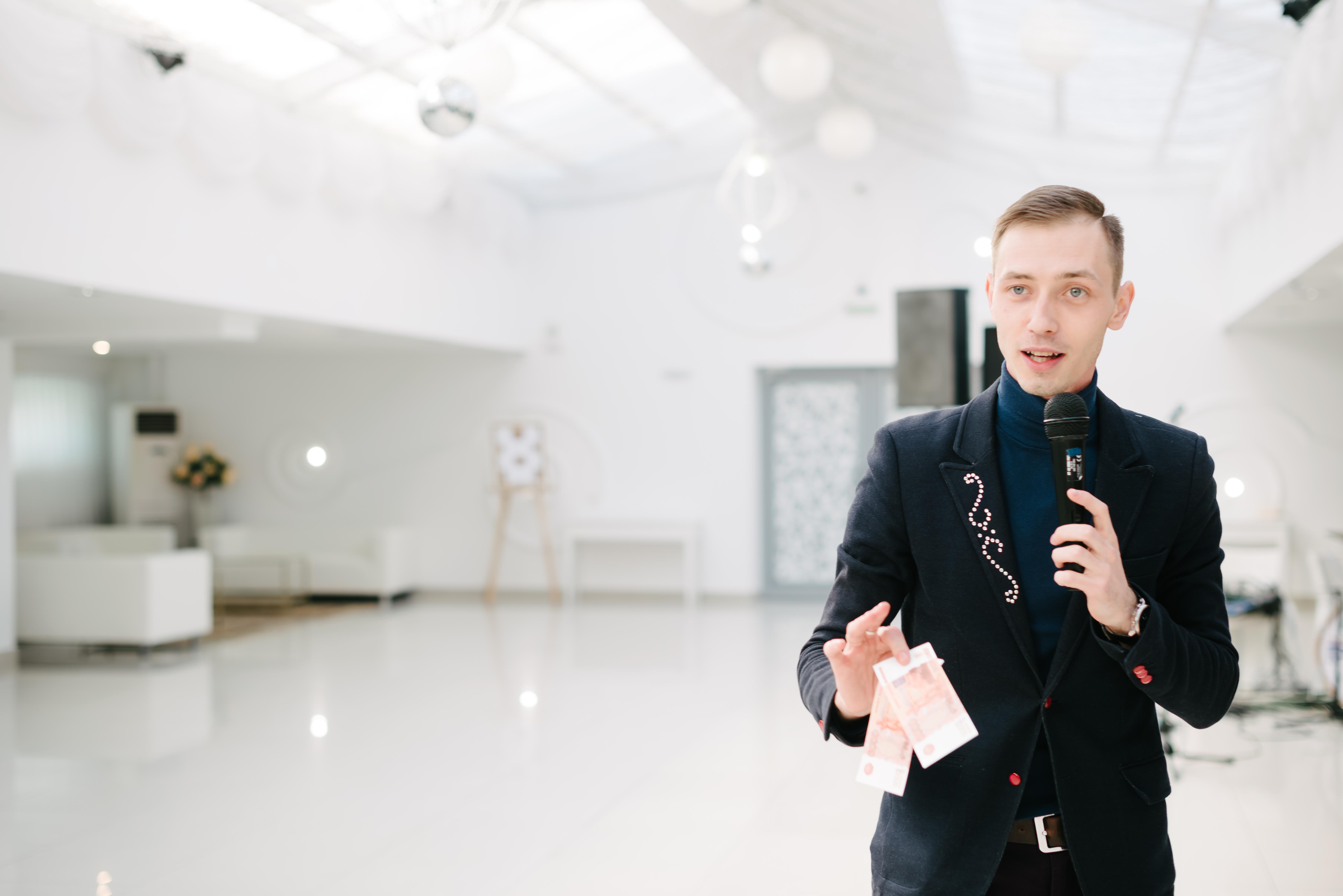 Дмитрий Демин, ведущий программы «Новый год 2020 на русский лад» в Германии 31 декабря 2019 года от агентства Artist Production