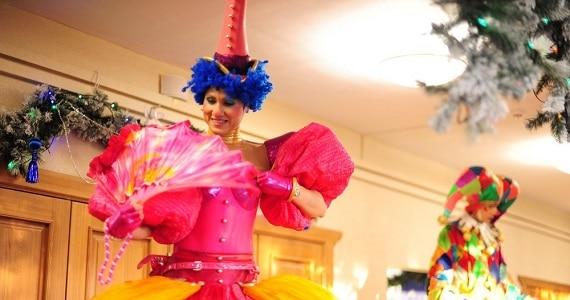 Московская новогодняя елка от театра людей и кукол «Чудаки» в Германии