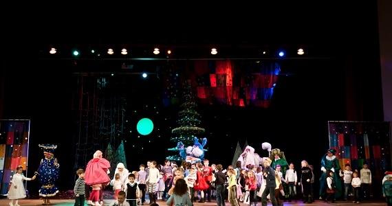 Московская новогодняя елка от артистов театра «Чудаки» городах в Германии