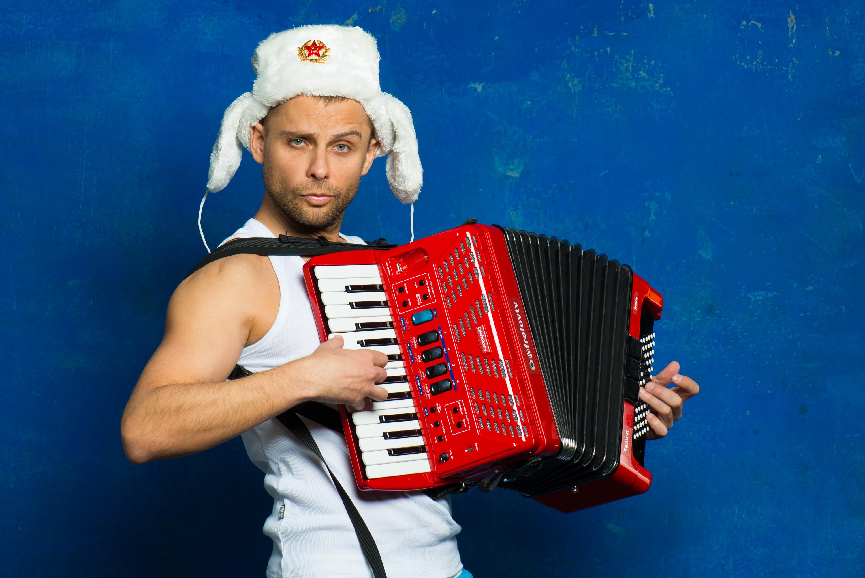 Автор-исполнитель Семен Фролов, участник Нового года 2020 на русский лад в Германии 31 декабря 2019 года