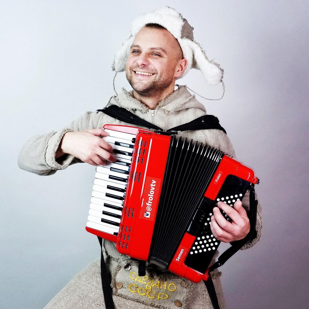 Artist Production приглашает на программу «Новый год 2020 на русский лад» в Германии с участием автора и певца Семена Фролова из России