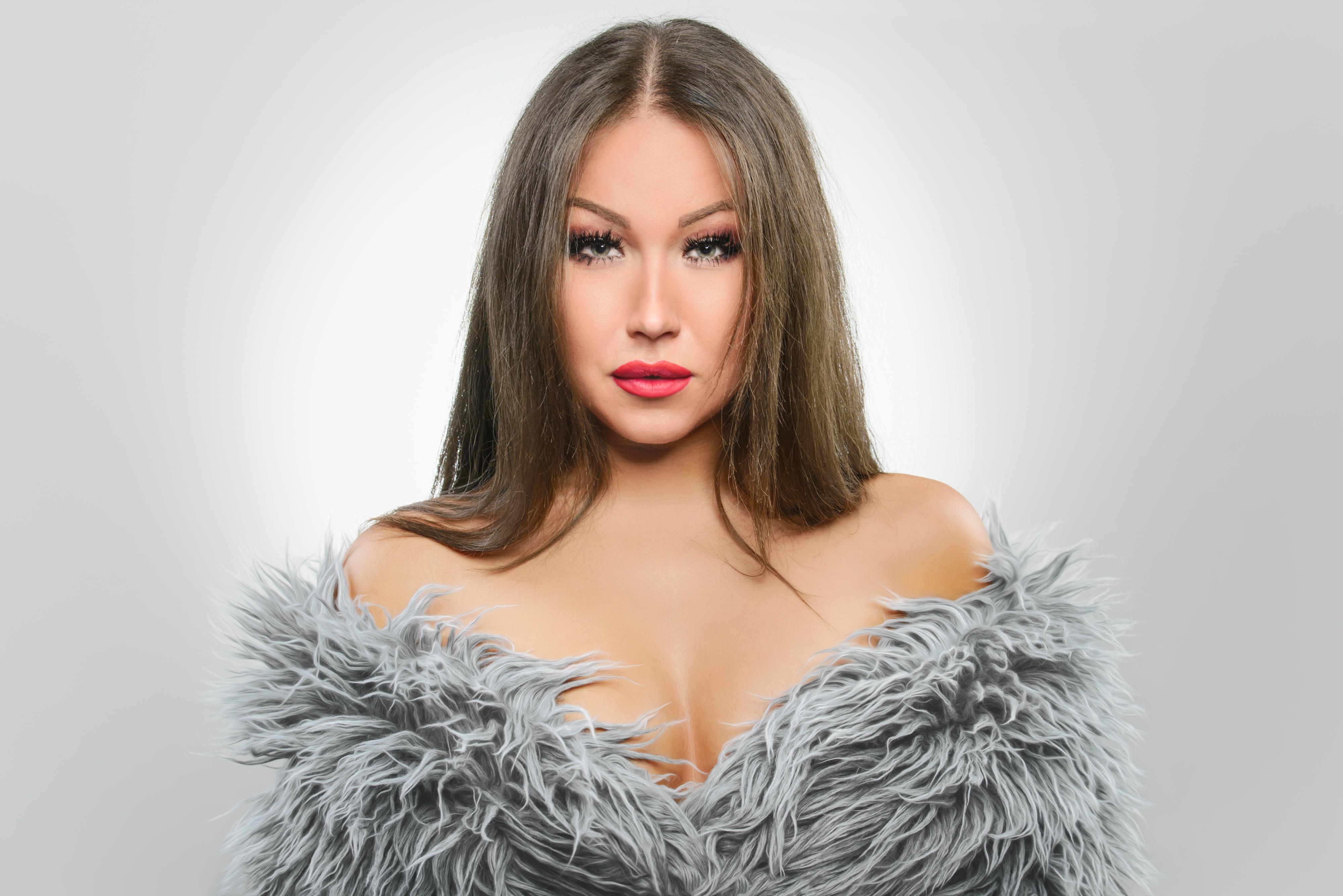 Вокалистка и ведущая мероприятий Yana Kas, приглашенная артистка на программу «Новый год 2020 на русский лад» в Германии 31 декабря 2019 года