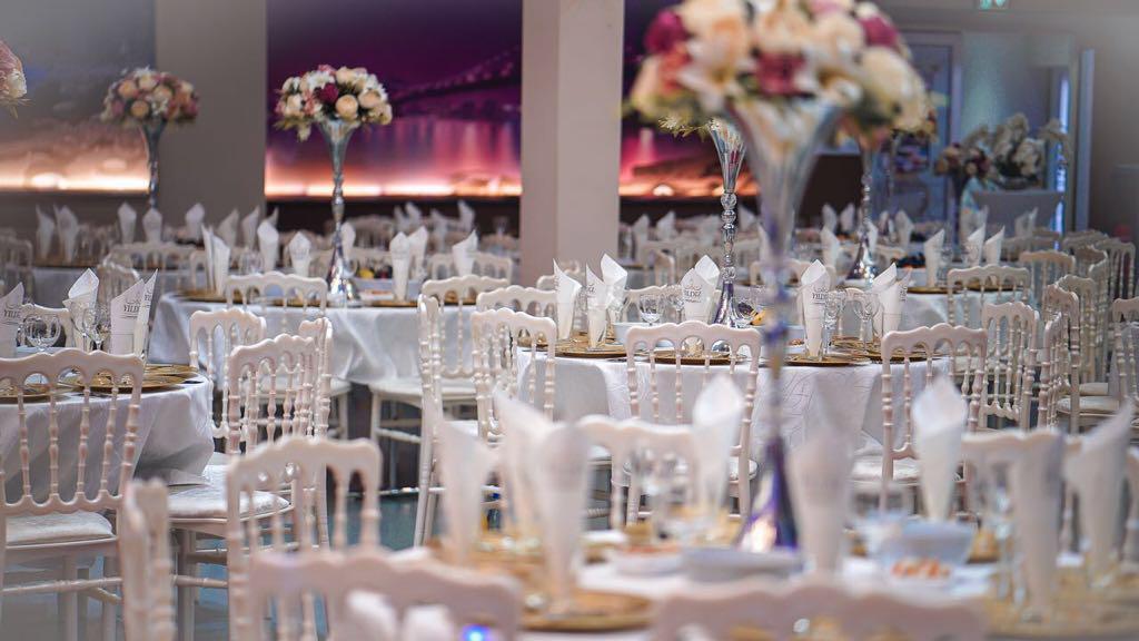 Удобные места для гостей программы «Новый год 2020 на русский лад» в Германии 31 декабря 2019 года в зале торжеств «Festsaal» в Rödermark